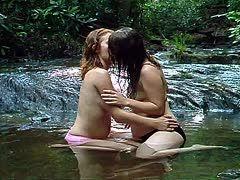 behaarte lesben verwohnen sich im wald