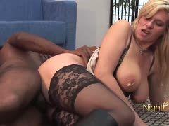 Milf Hausfrau Claudia im Deutsch Porno gerammelt