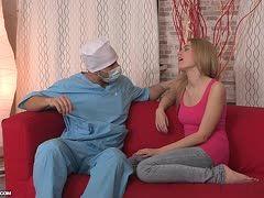 Fettsack bekommt Blowjob von seiner Ehehure