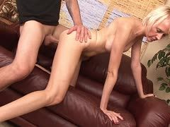 Blonde Milf Madison Mayhem reitet Toyboy